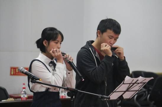 口琴表演《长安忆》