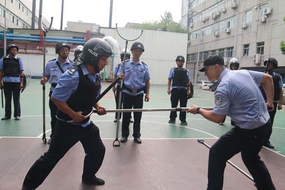 保卫处组织反恐防暴演练